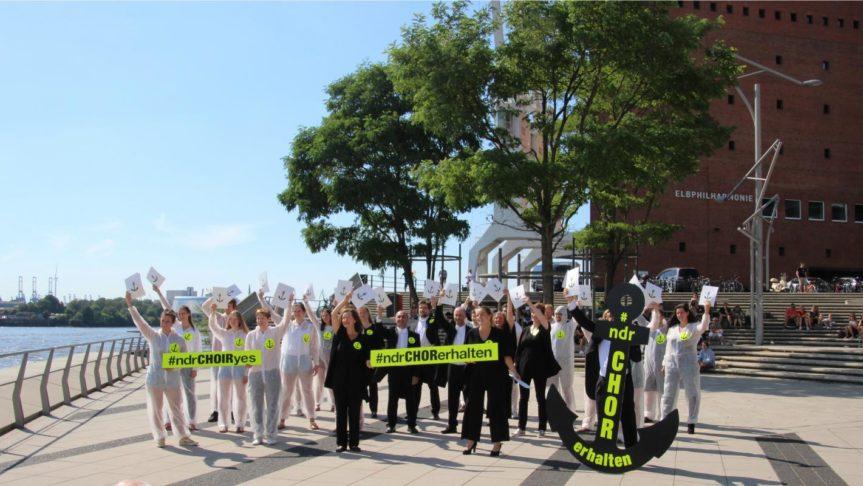 NDR Chor bleibt mit voller Mannschaft in Hamburg vor Anker!